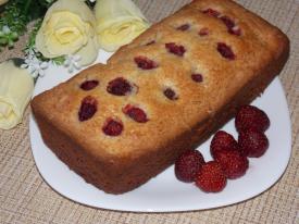 Сметанный пирог с клубникой в духовке