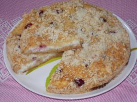 Песочный пирог с клубникой в духовке