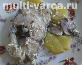 Запеченный картофель с рыбой и грибами в мультиварке