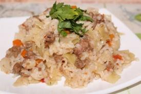 Тушеная капуста с рисом и фаршем в мультиварке
