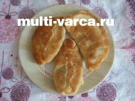 Жареные пирожки с картошкой и грибами в мультиварке