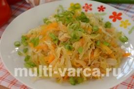Тушеная капуста с морковью и яблоками в мультиварке