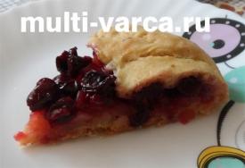 Яблочный пирог с вишней в мультиварке