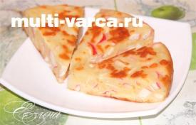 Пирог с сыром и крабовыми палочками в мультиварке