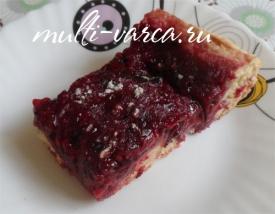 Песочный пирог в мультиварке с ягодами и ревенем