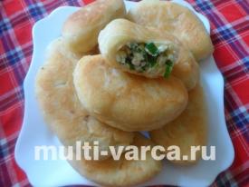 Жареные пирожки с зеленым луком и яйцом в мультиварке из дрожжевого теста