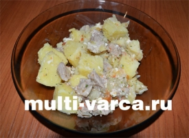 Тушеный картофель с сыром и мясом в мультиварке
