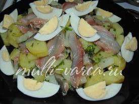 Салат из кильки с картошкой