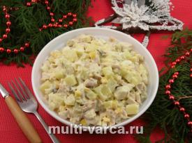 Салат с картофелем курицей солеными огурцами кукурузой и яйцами
