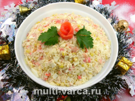 Салат с рисом семгой и морепродуктами