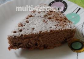 Шоколадная шарлотка с ягодами в мультиварке