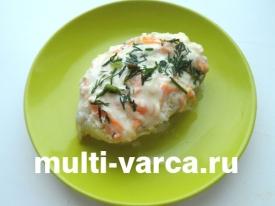 Треска, запеченная в сметано-сырном соусе в мультиварке