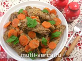 Свиные ребра с луком и морковью в соусе в мультиварке