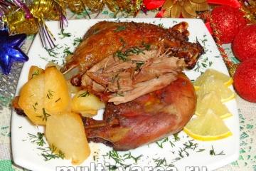 Утка в рукаве с картошкой в духовке