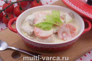 Куриное филе с овощами в сырном соусе