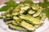 Как приготовить дома вкусные хрустящие малосольные огурцы с чесноком и укропом в пакете