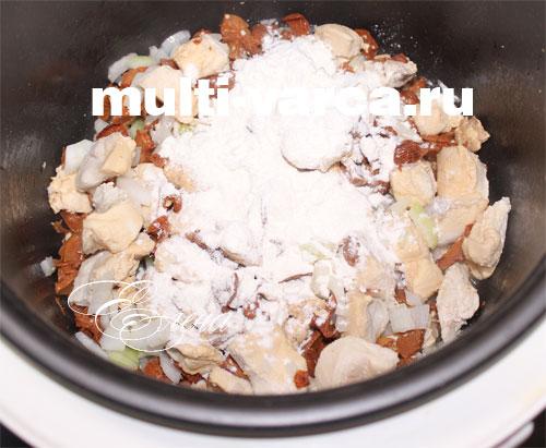 Добавим к грибам соль со специями
