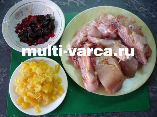 Кулич-улитка с клюквой и черносливом